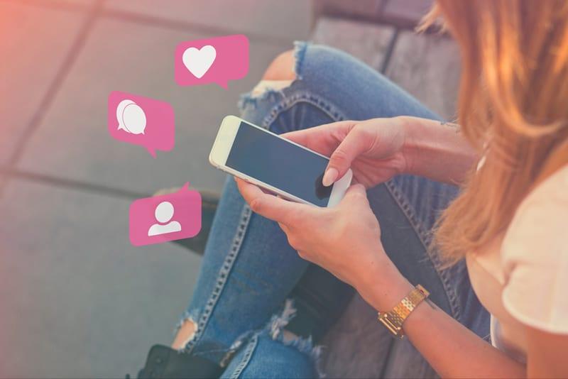 social-media-influencer-on-phone